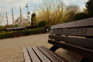 The Sultanahmnet Camii (aka Blue) mosque in the background.