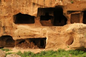 Hasankeyf cave houses 6