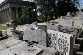 Cuban burial customs, tiny headstones