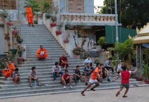 Wat Ounalom monks, Phnom Penh