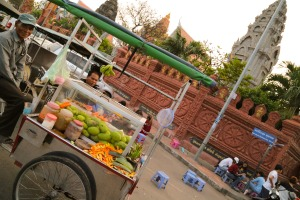 Wat Ounalom, Royal Palace, Phnom Penh, Cambodia, mango seller