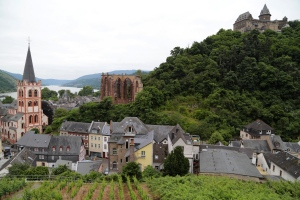 Stahleck on high, Werner on the hillside below, then the current church at the bottom.