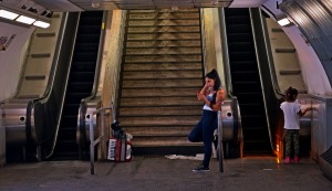 Waiting for the show, Roman metro