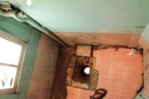 sri-lankan-train-toilet
