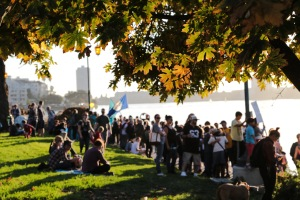 hands-around-lake-merritt-autumn