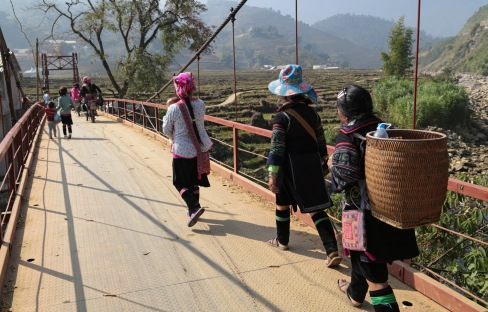 crossing-the-bridge-to-lao-chai