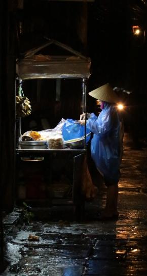 hoi-an-night-vendor