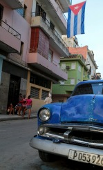 havana-street-with-flag