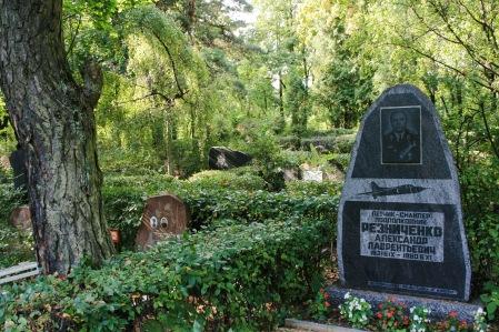 latvia-cemetery-w-military-grave