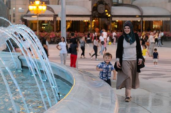 skopje-boy-by-fountain
