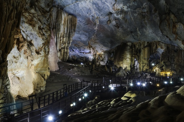paradise-cave-walkway