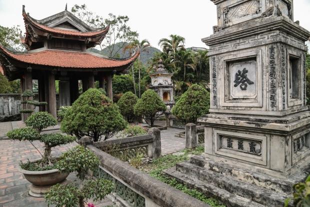 Vietnam Ninh Binh temple