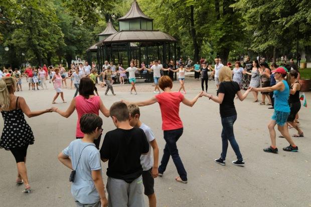 Bulgaria park dance